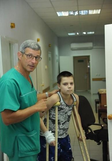 хирургическое отделение 75 коек, из них: 40 хирургических коек, 30 урологических коек, 5 ортопедических коек